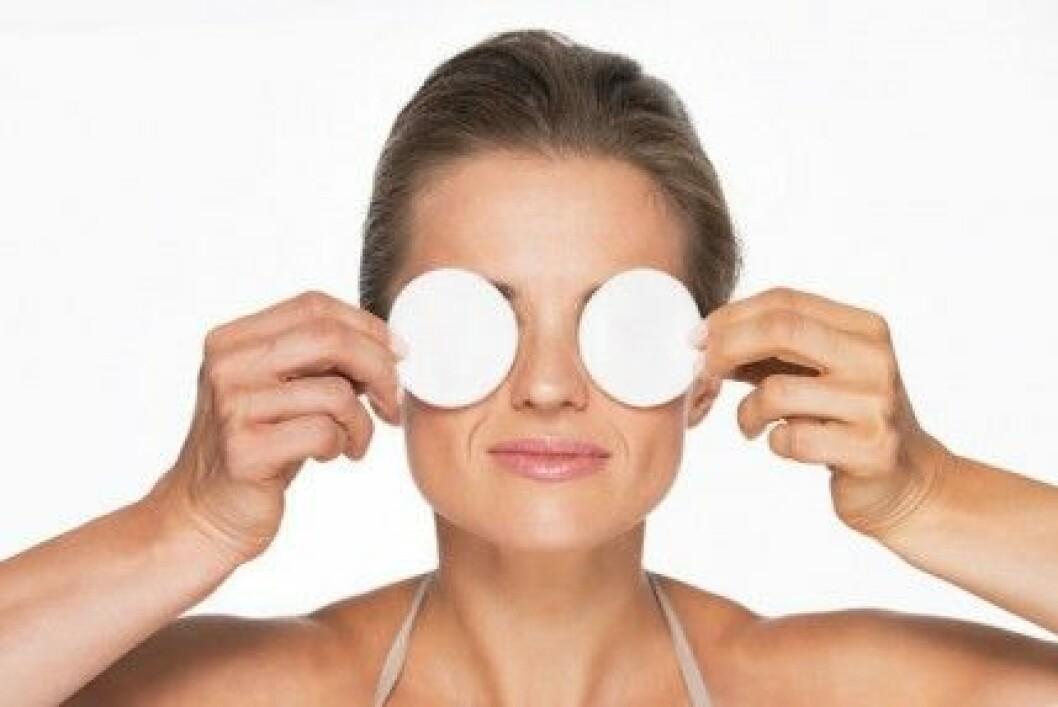 Med rätt teknik får du bort din makeup snabbt och skonsamt.