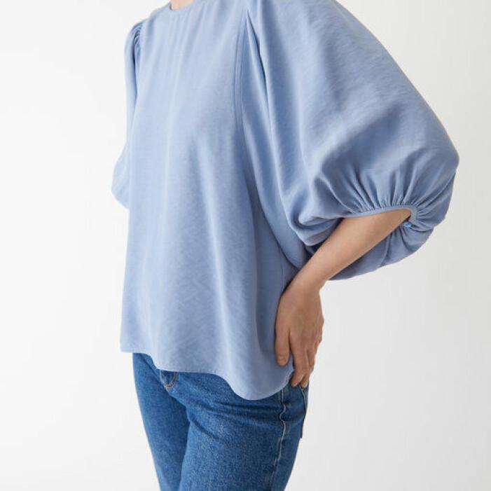 ljusblå blus med vida ärmar från Wera