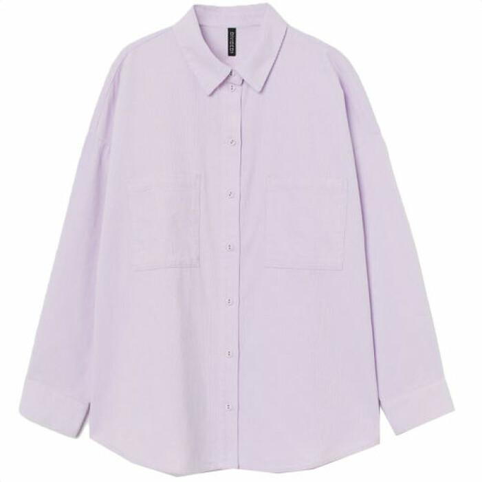 Ljuslila manchester-skjorta i oversize modell, från H&M.
