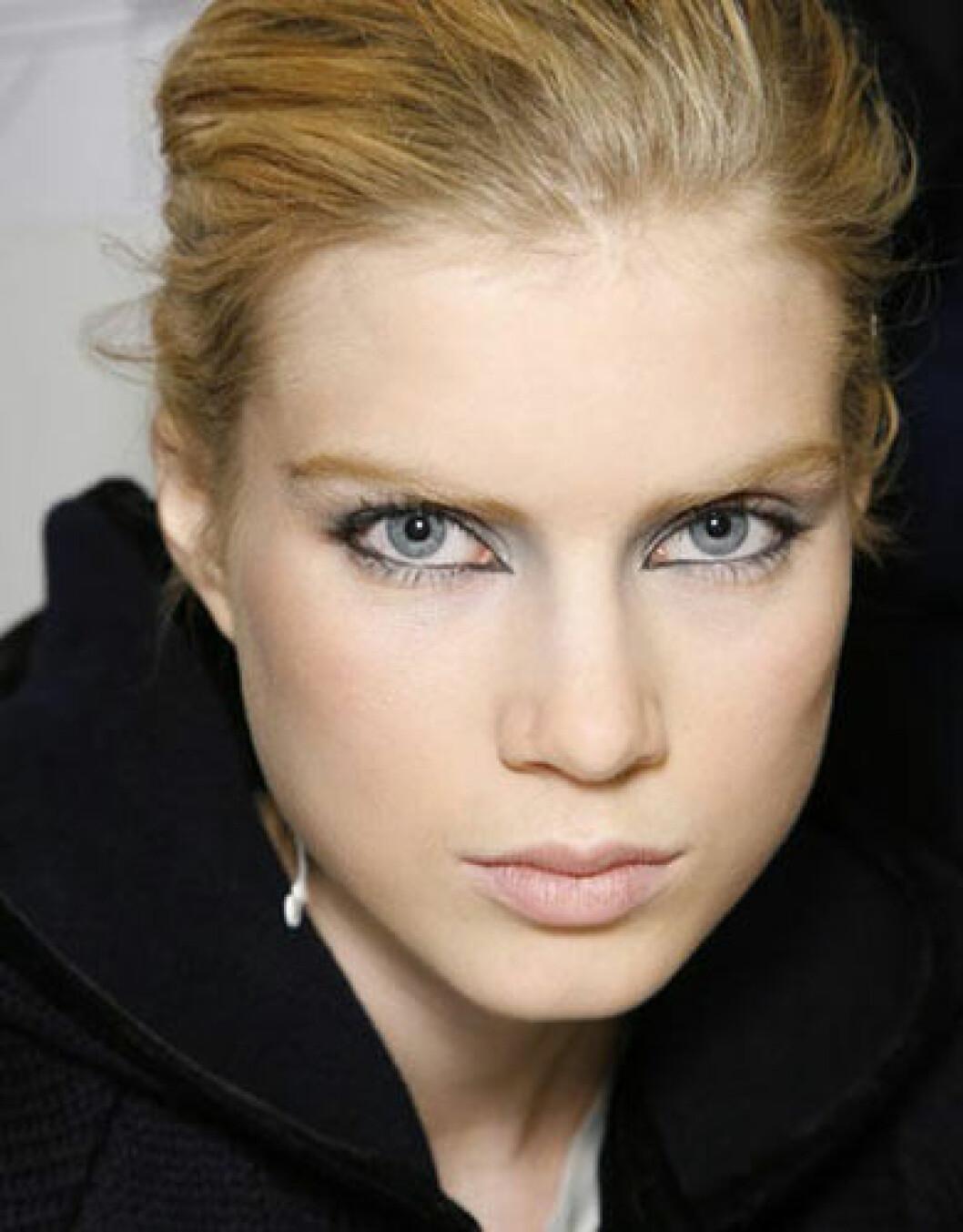 Enligt professionella makeupartisten Bruce Grayson behöver en snygg sminkning inte ta mer än 6 minuter.