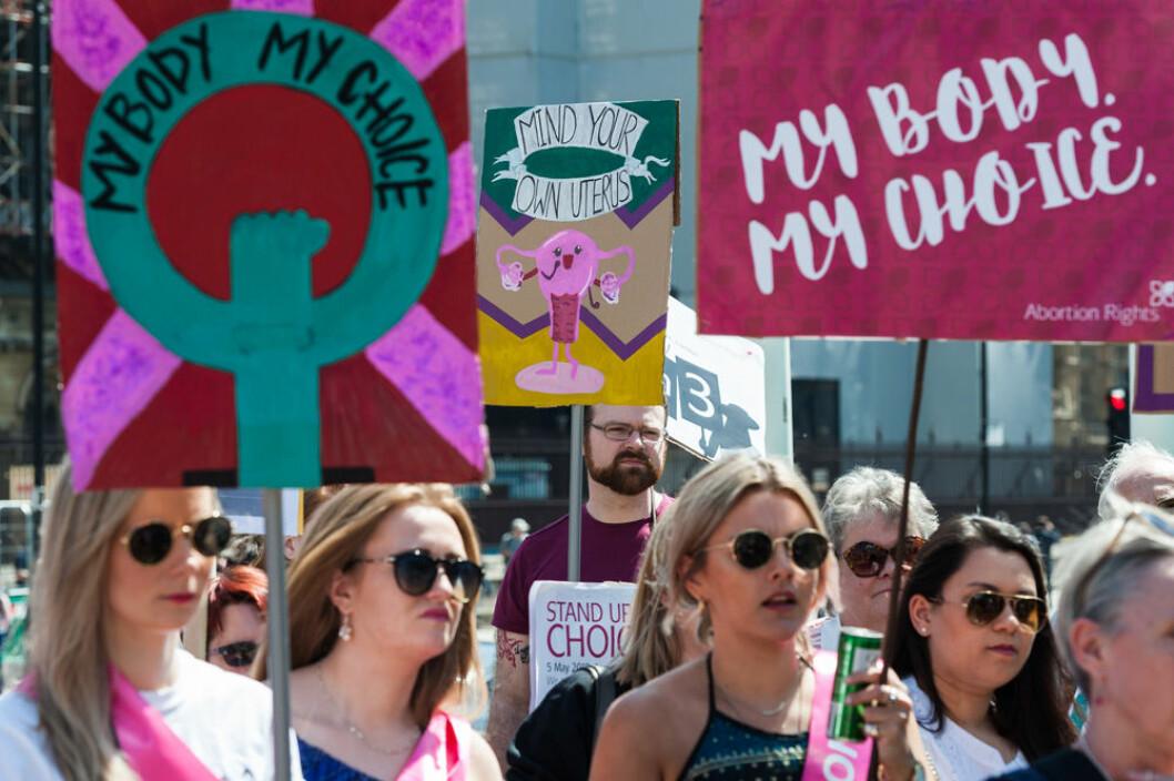 Protester mot den strikta abortlagen på Irland.