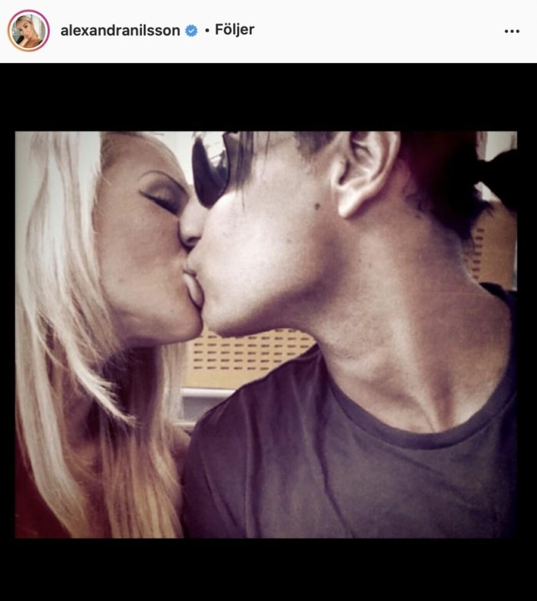 Alexandra Nilsson pussar en kille