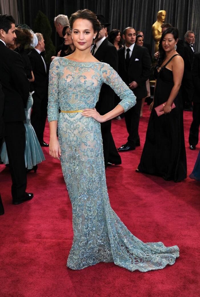Alicia Vikander i turkos klänning