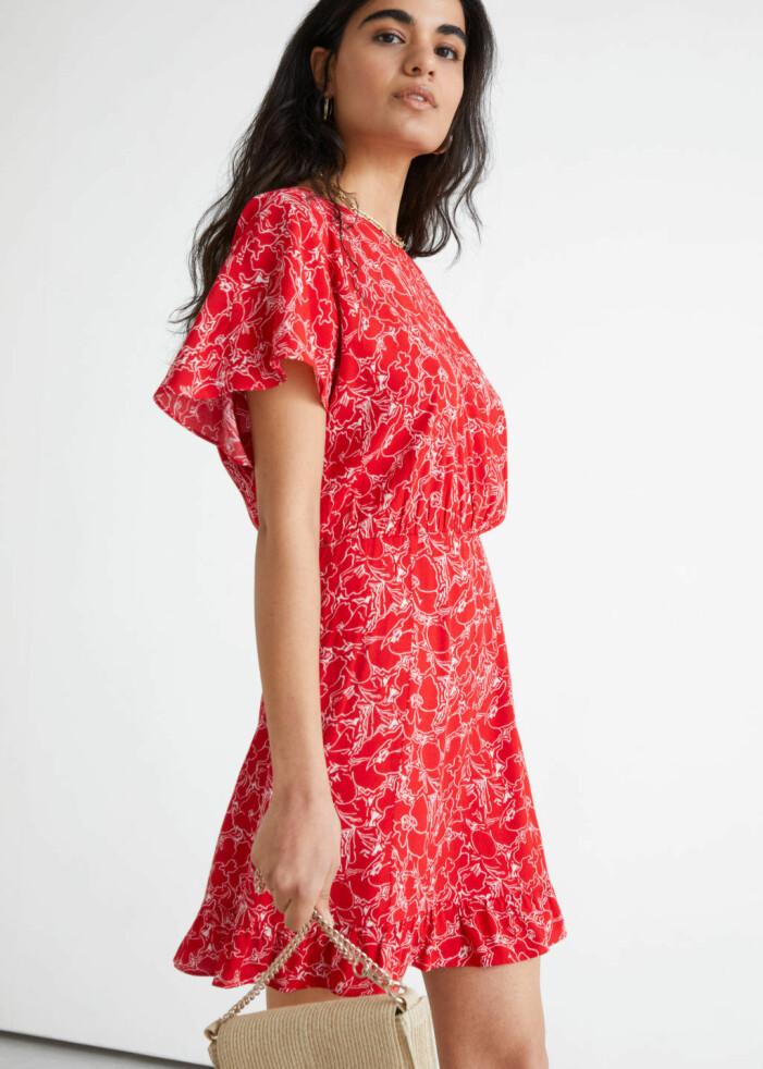 röd blommig klänning från & Other Stories