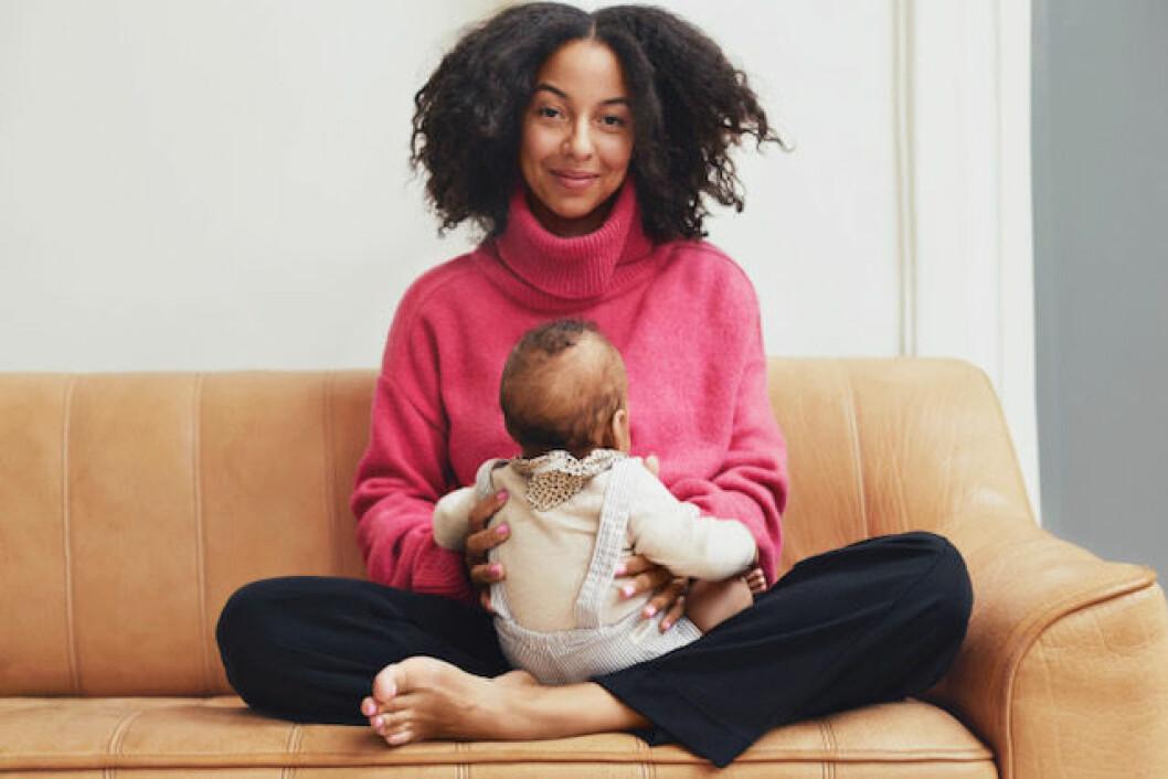 Nu har Asabea fått barn och berättar om hur det har ändrat hennes syn på jobbet som barnmorska.