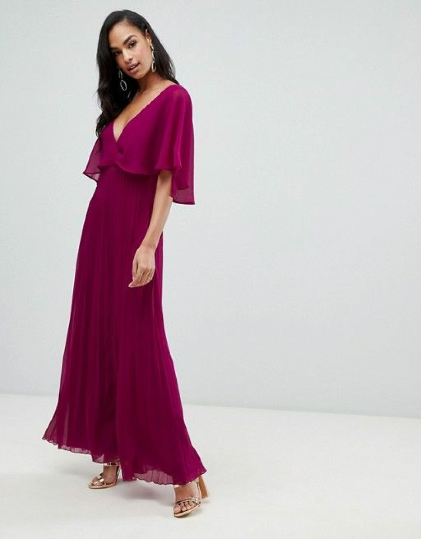 En bild på en urringad maxiklänning med veckad kjol från Asos.
