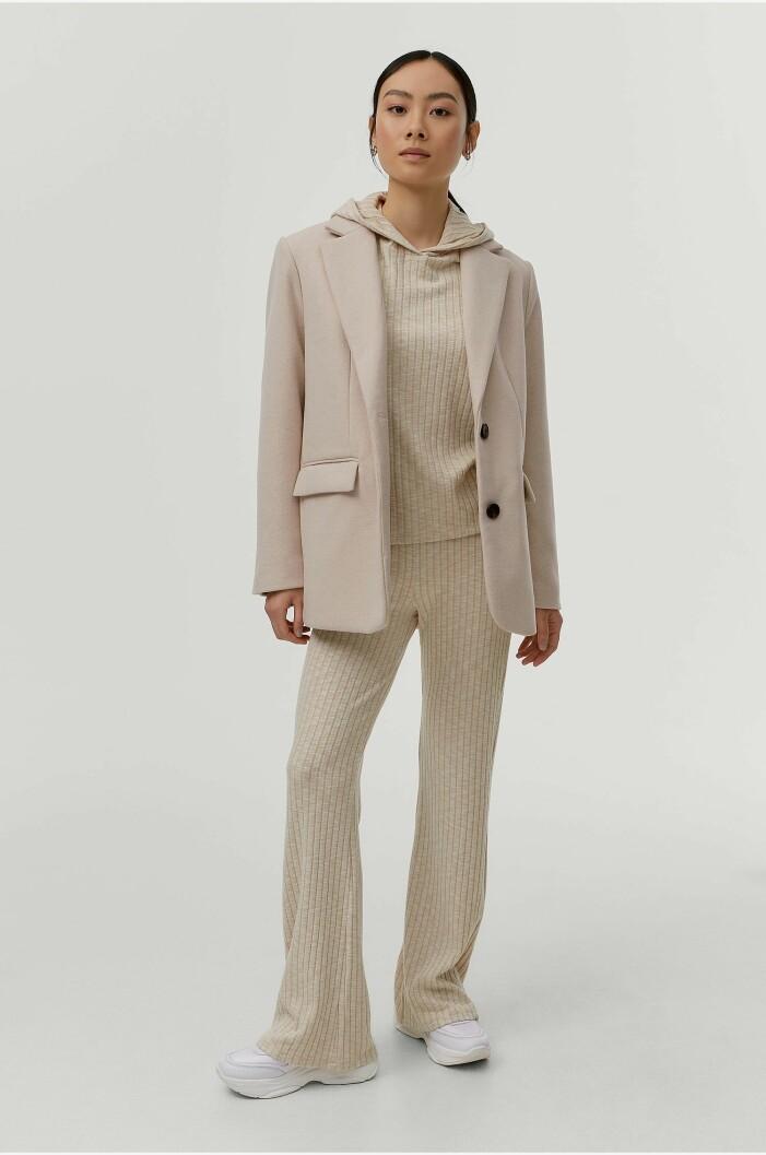 snyggt ribbad beige loungeset för homewear med luva