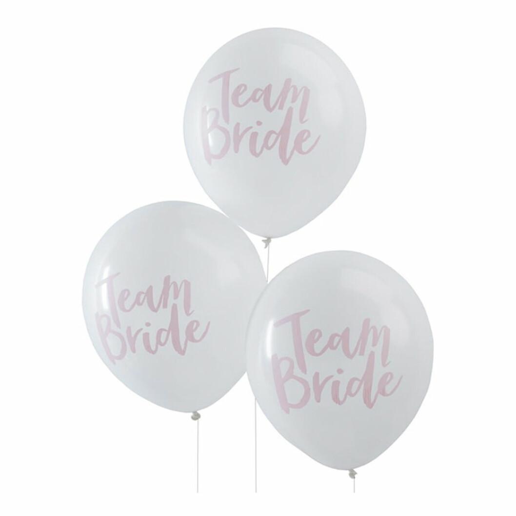 Vita ballonger med team bride