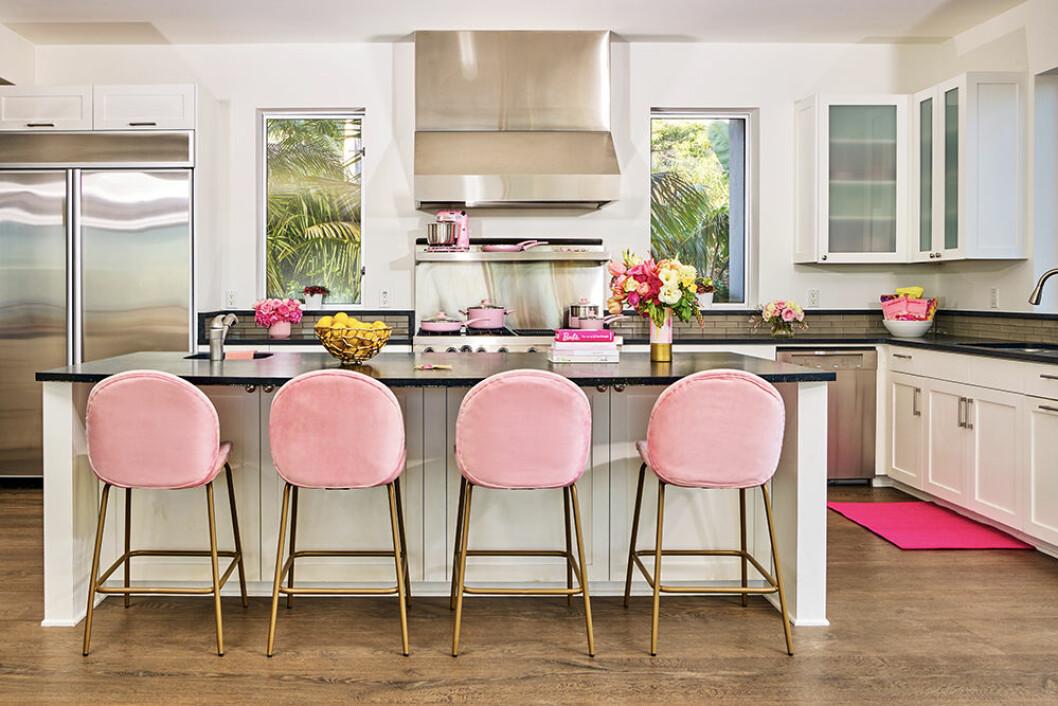 Kök med rosa detaljer hos Barbie