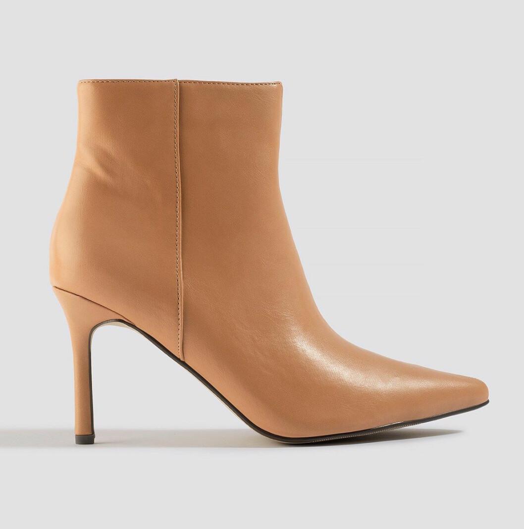 Beige boots med smal klack för dam till hösten 2019