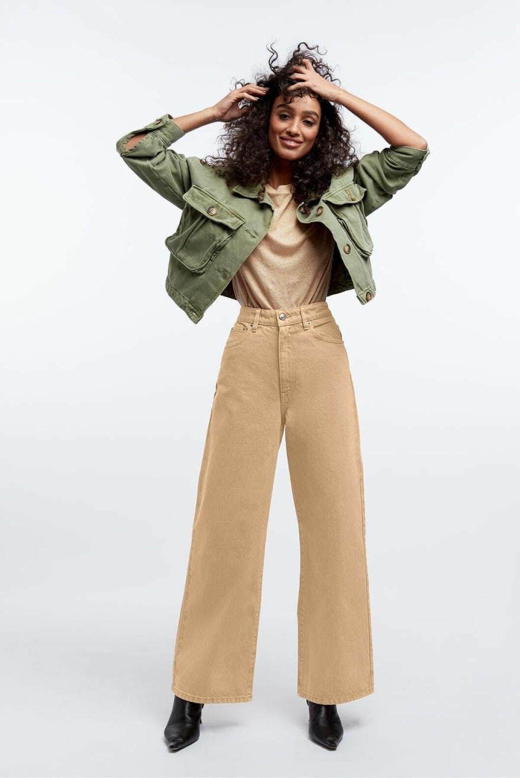 Beige jeans för dam till våren och sommaren 2020