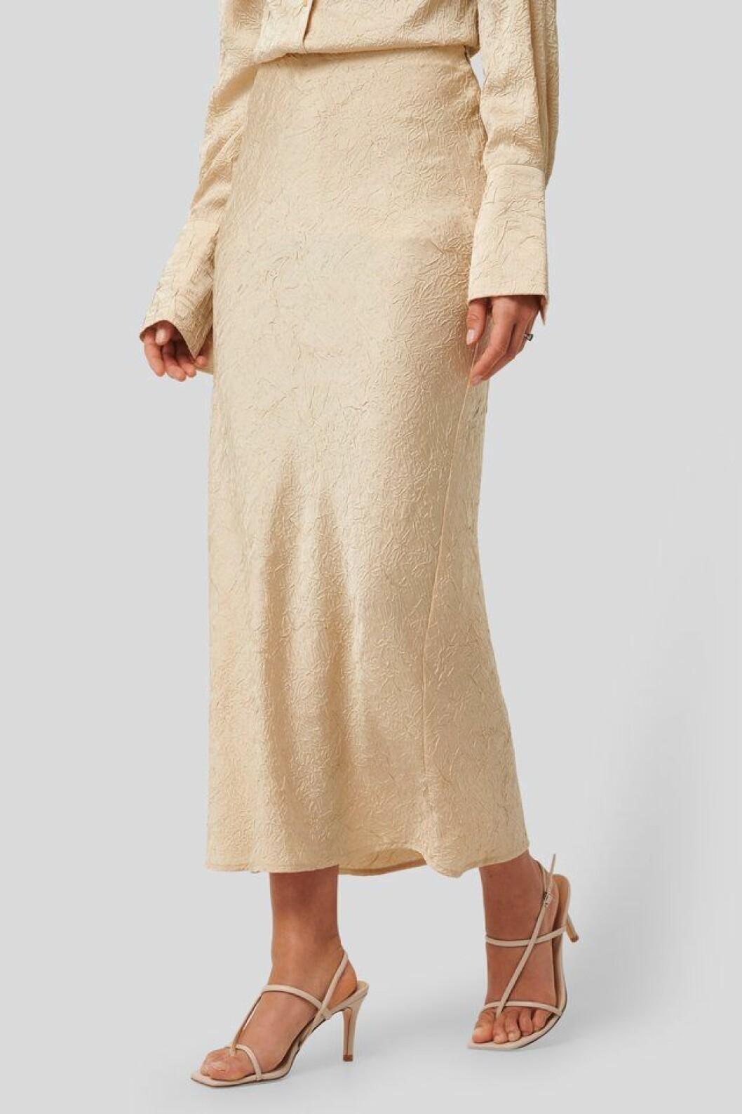 Beige kjol i lång modell för dam till 2020