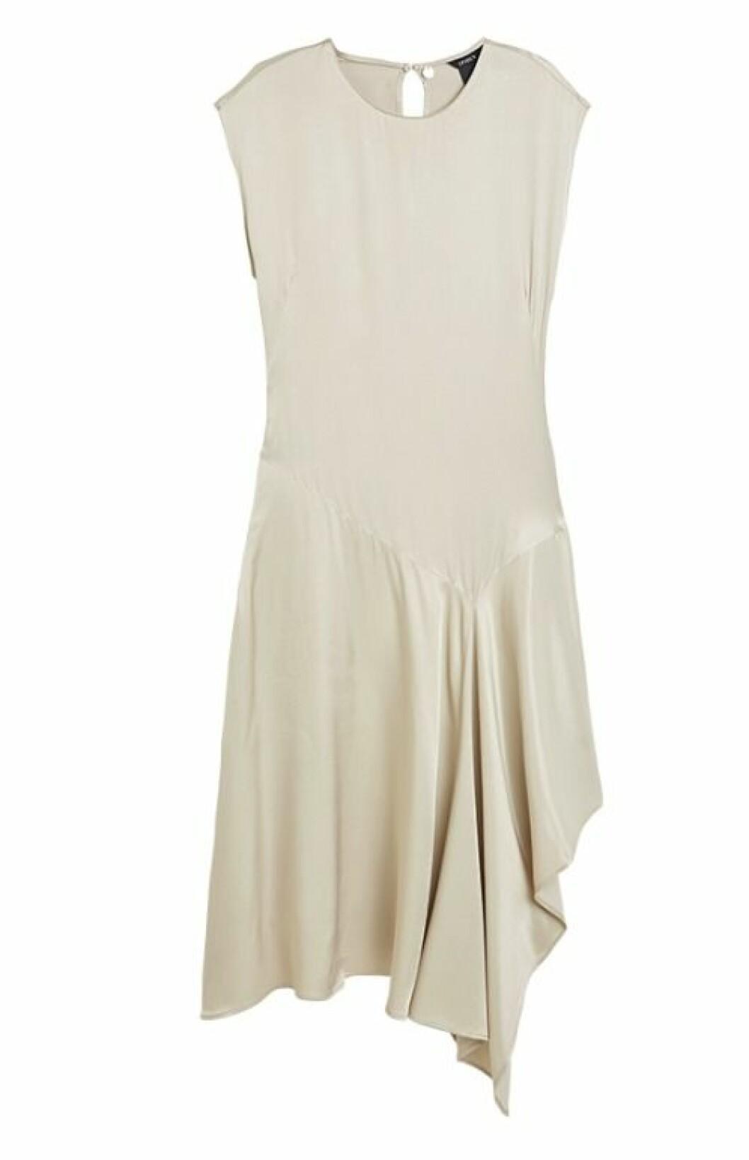 Beige klänning till bröllop 2019