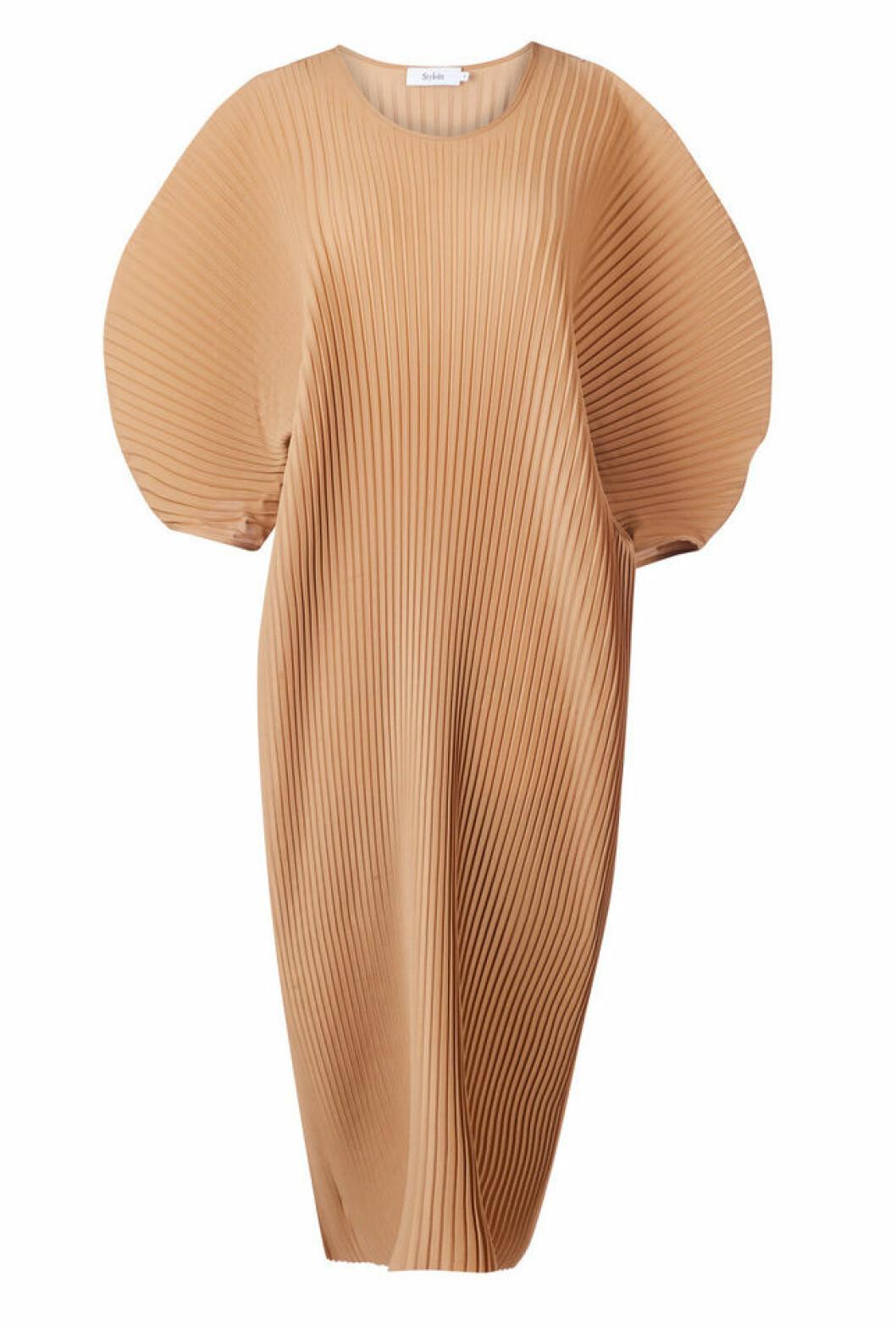 Beige klänning med veckat tyg för dam till 2020