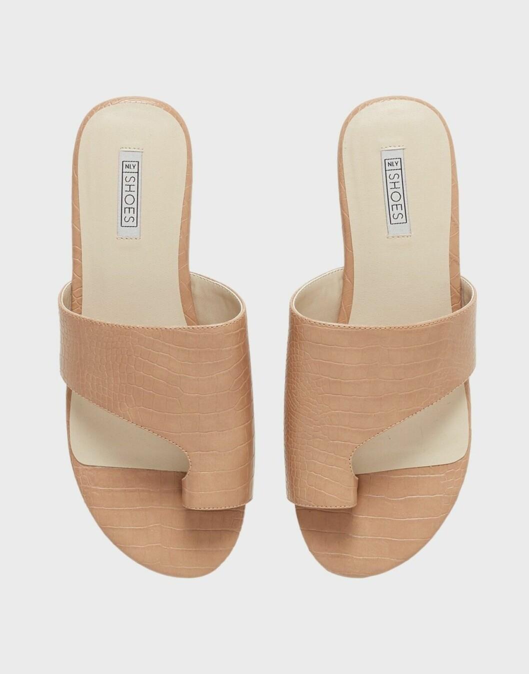 Beige sandaler i skinnimiation för dam till 2020