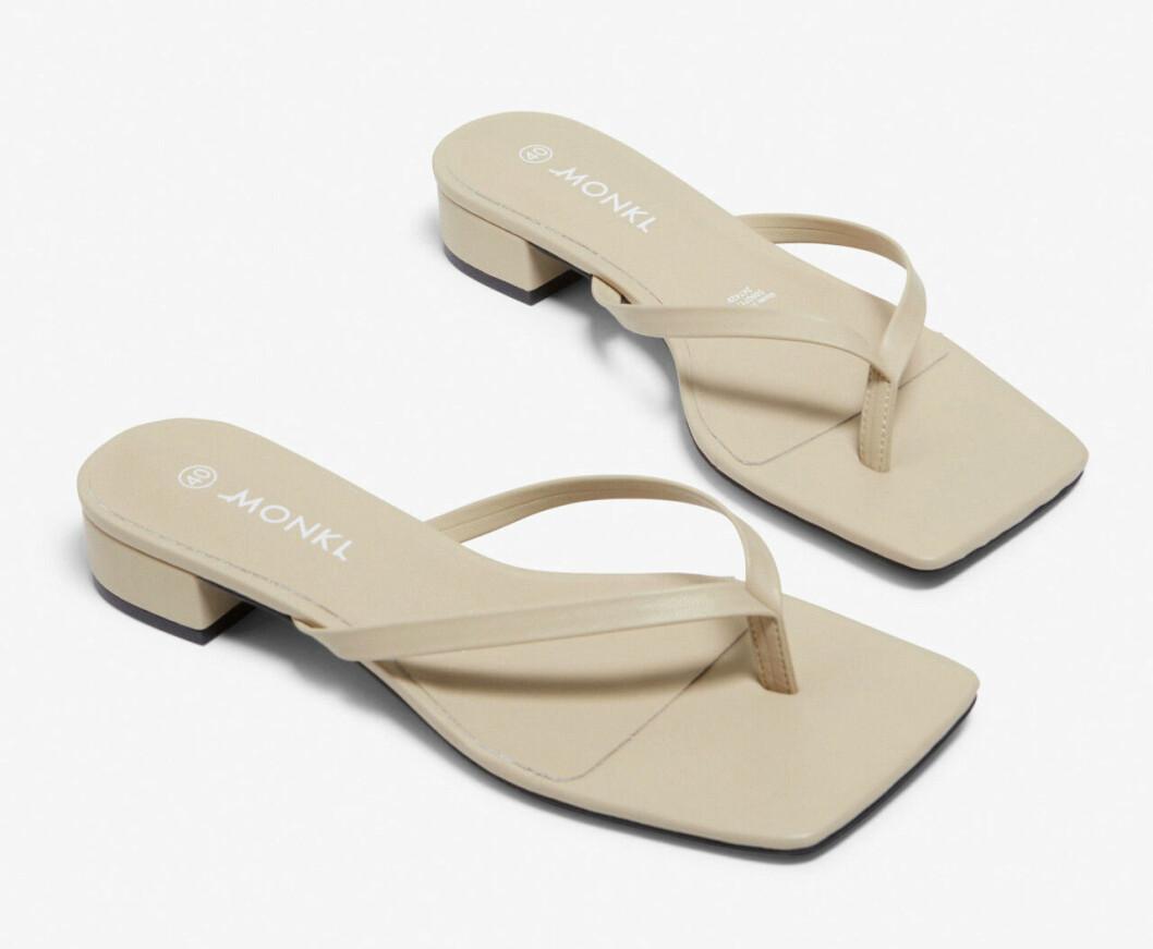 Beige sandaler i flipflop-modell från Monki