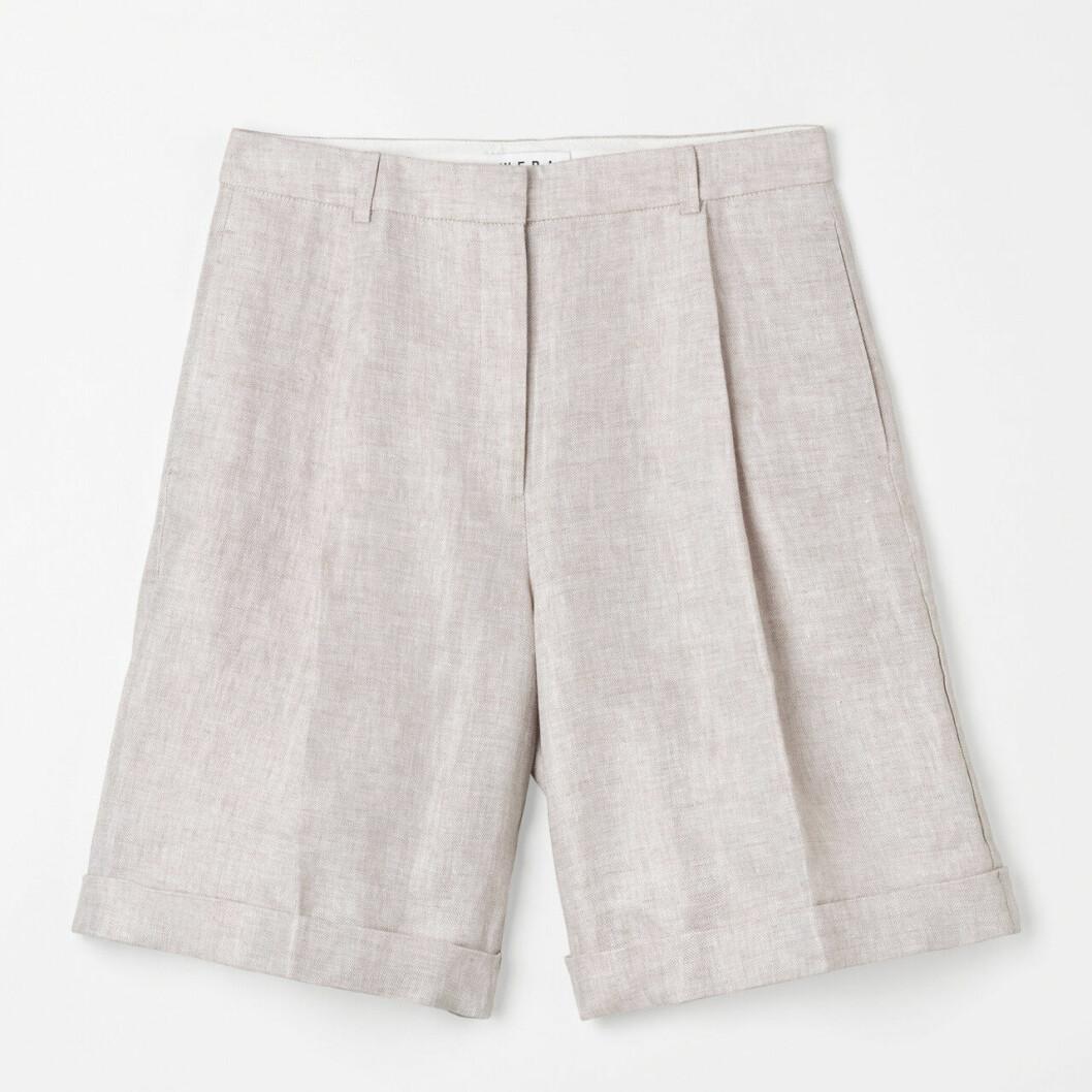 Beige shorts i dressad modell till 2020