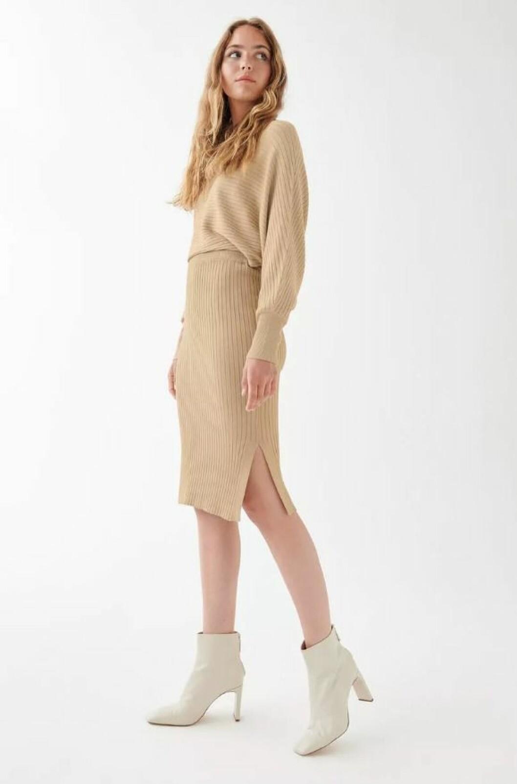 Beige stickad kjol för dam till hösten 2019