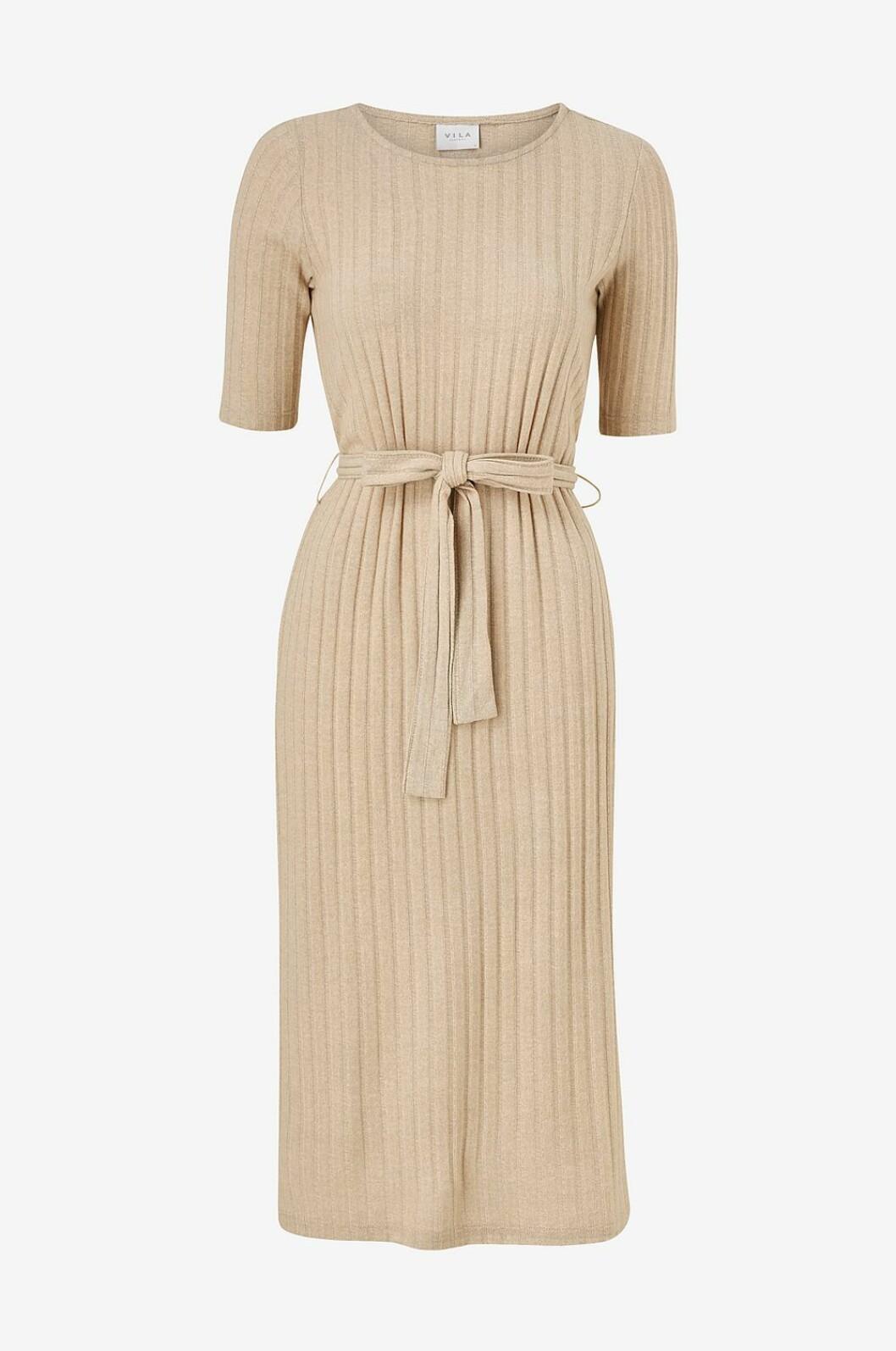 Beige stickad klänning för dam till våren 2020