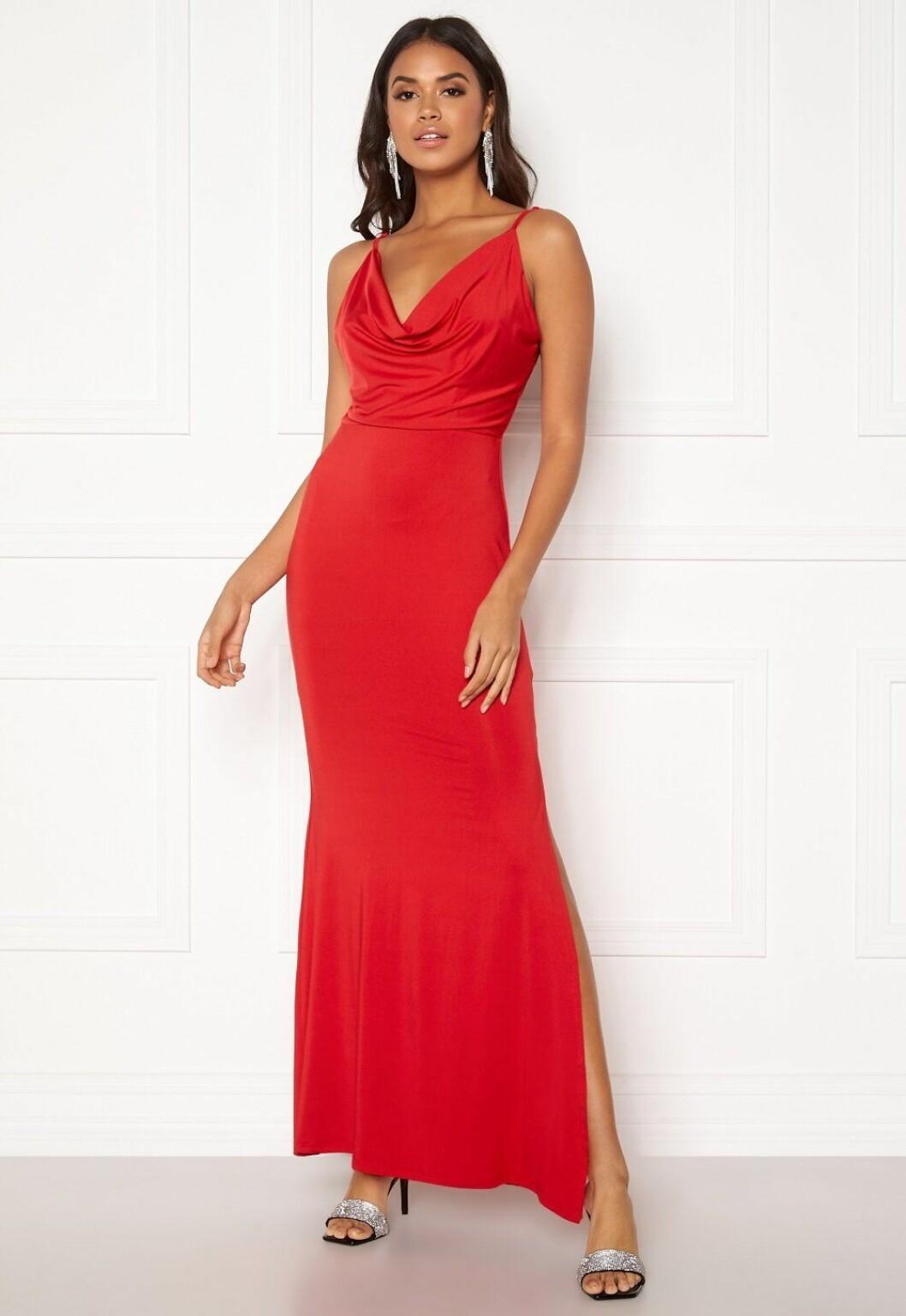 Röd balklänning med tunna band till 2020