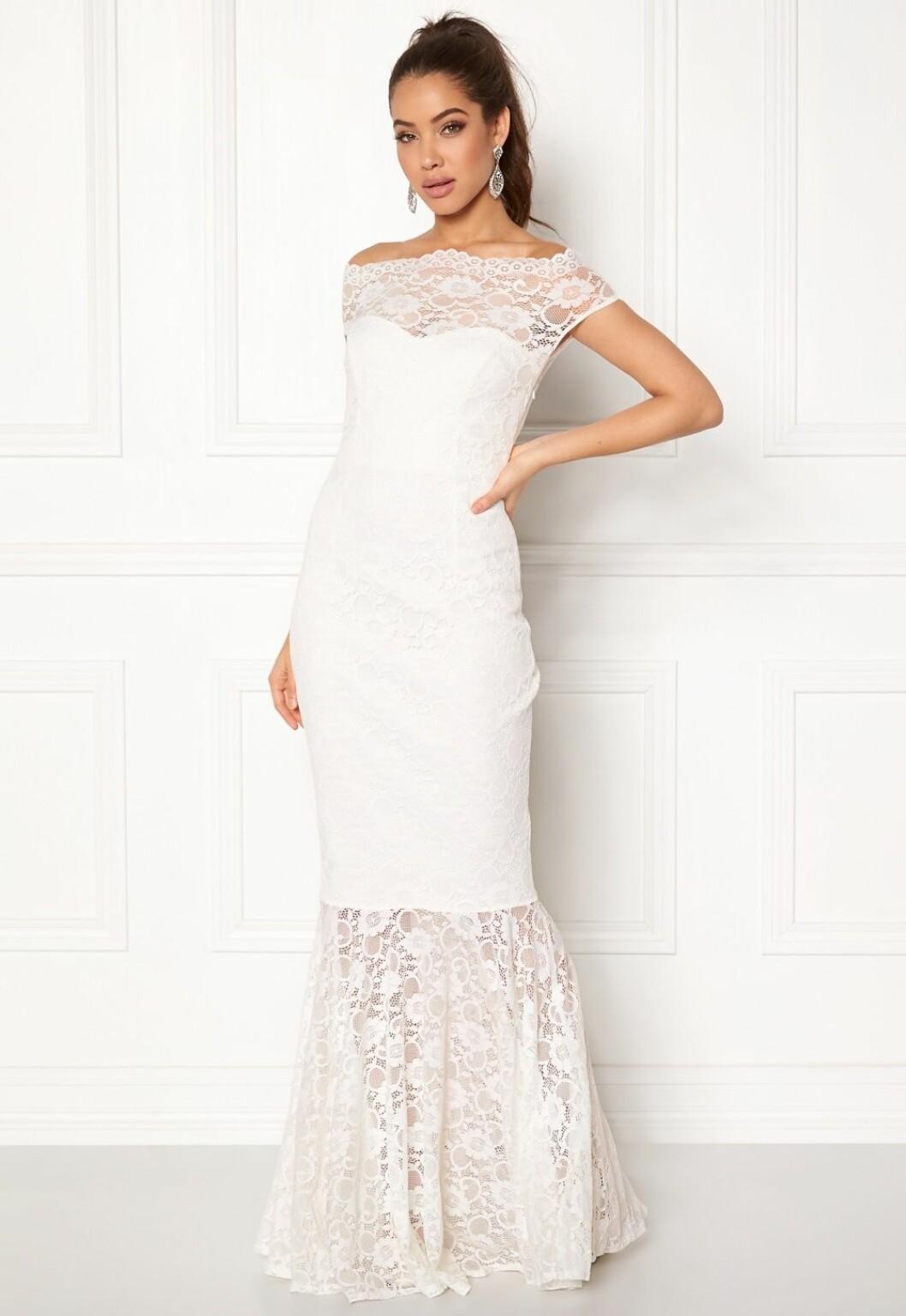 Billig bröllopsklänning i spets till sommaren 2019