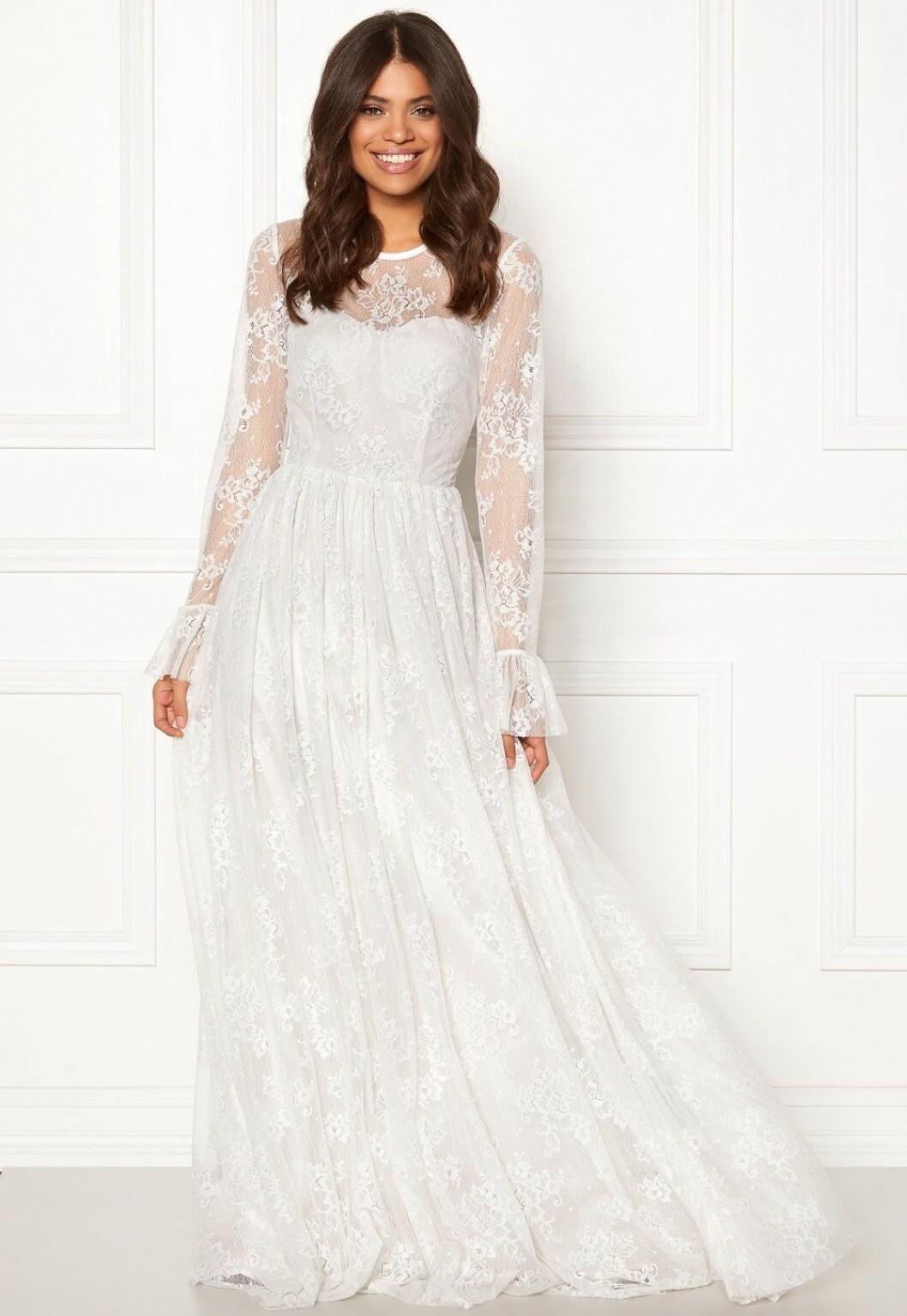 Billig brudklänning i spets med lång ärm 2019