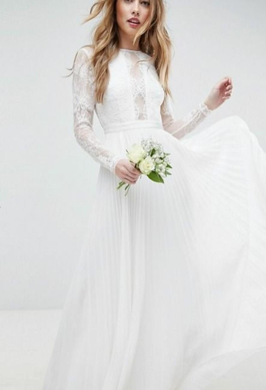 Billig bröllopsklänning i spets med plisserad kjol 2019