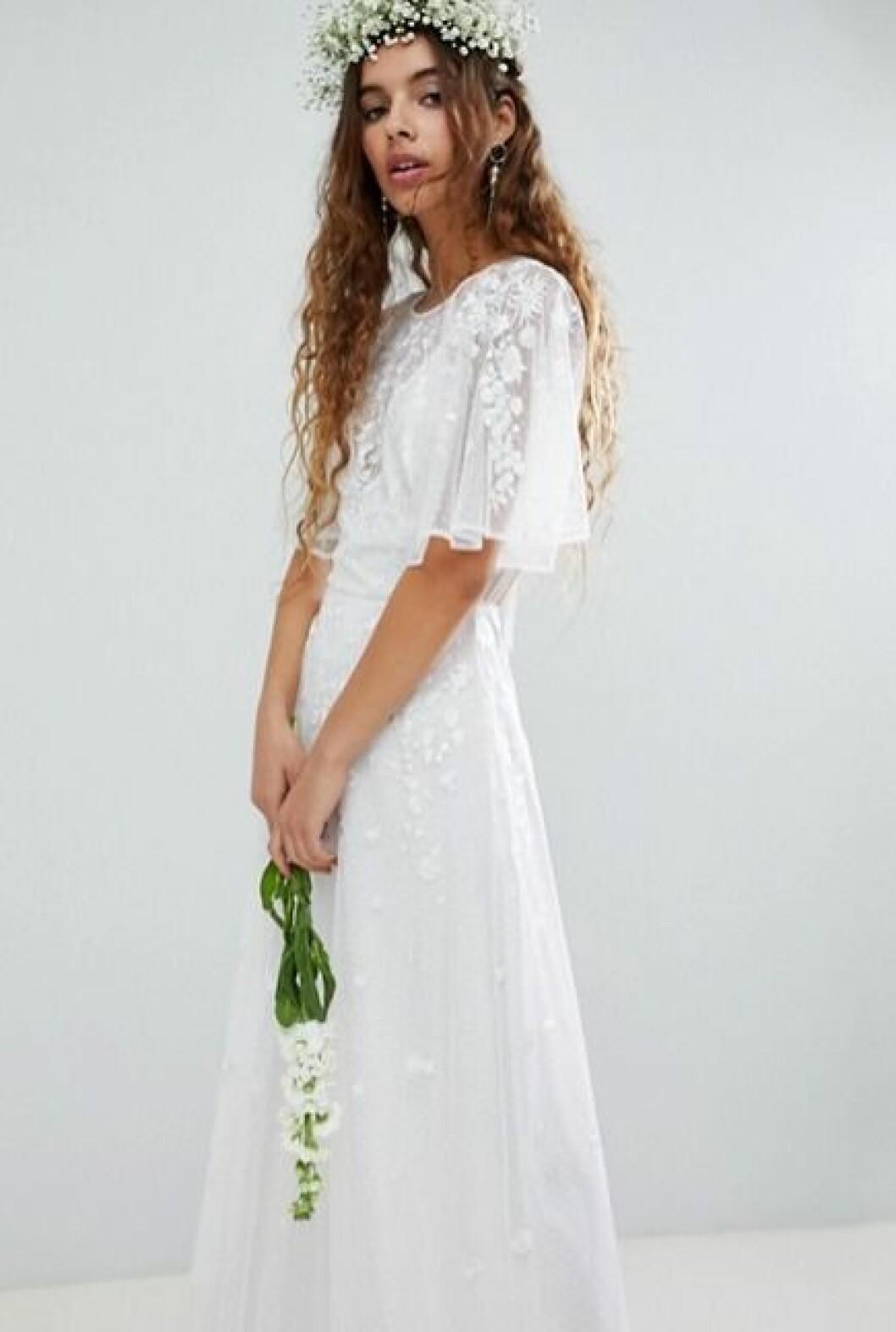 Billig bröllopsklänning med spets och vid ärm till 2019