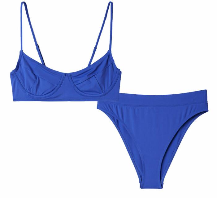 blå bikini med hög skärning och tunna band