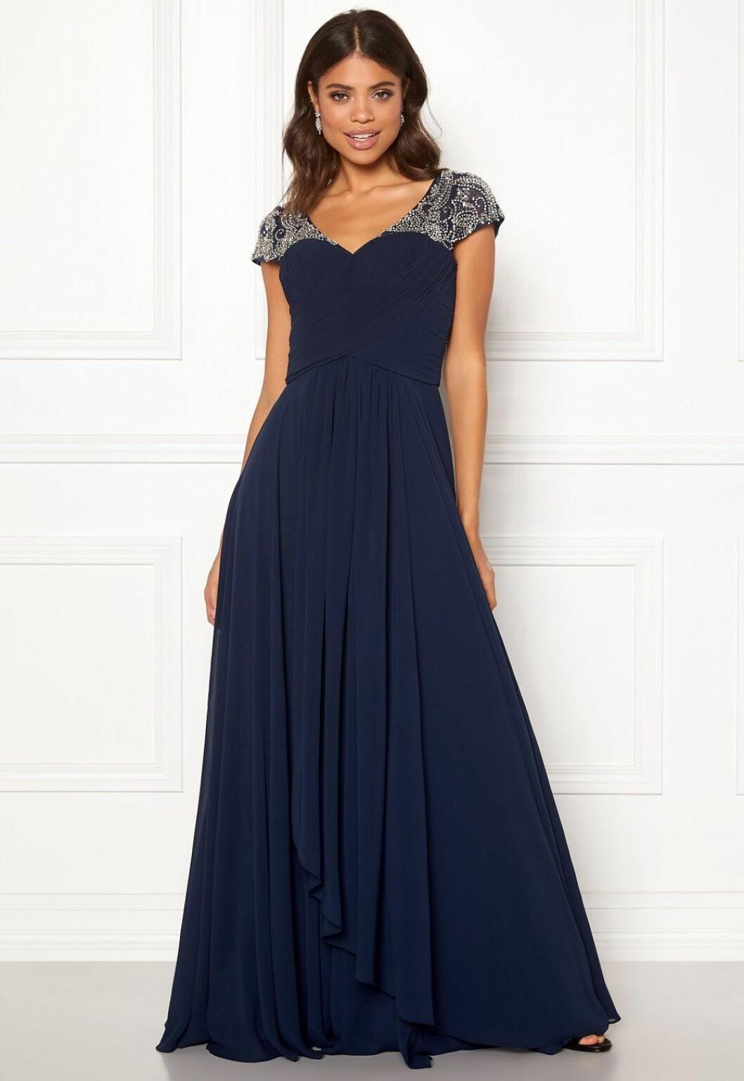 Blå billig balklänning med strass till 2020