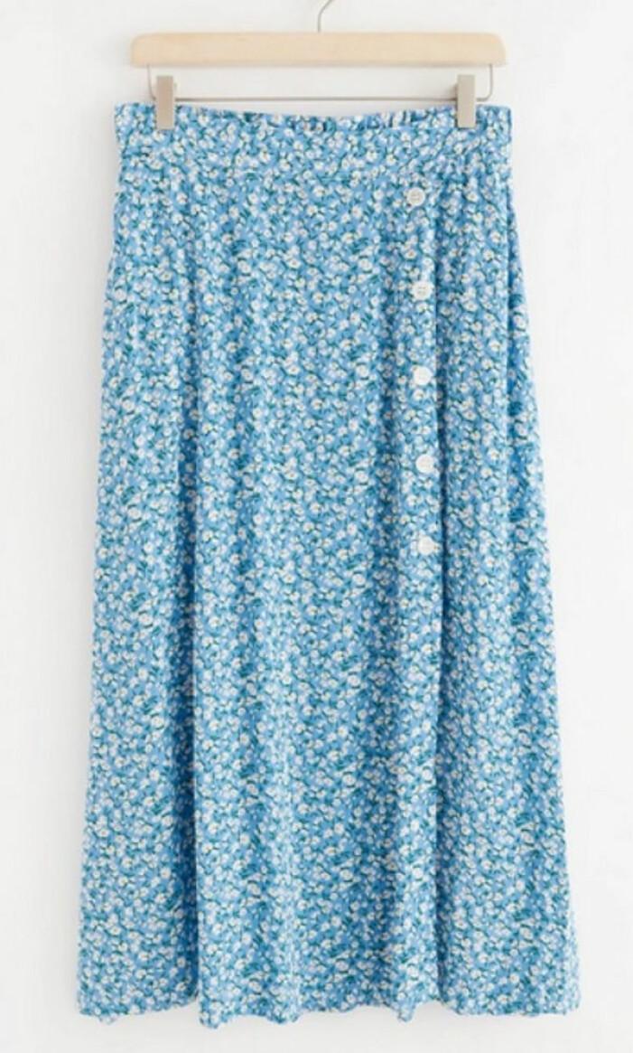 blå blommig kjol