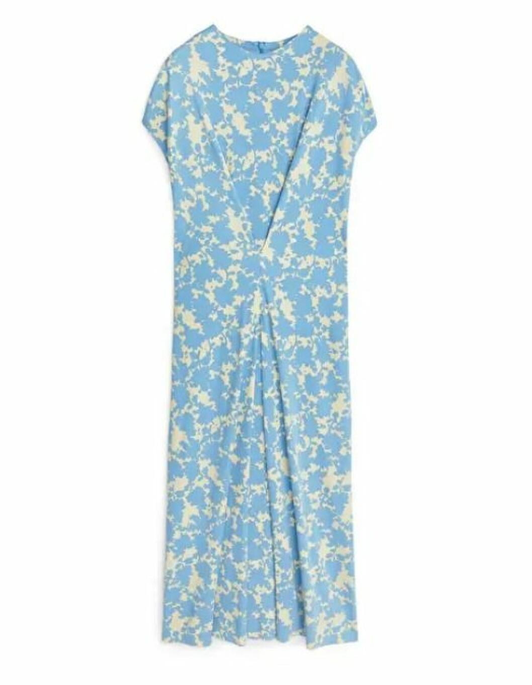 blå blommig klänning till bröllop för dam 2019