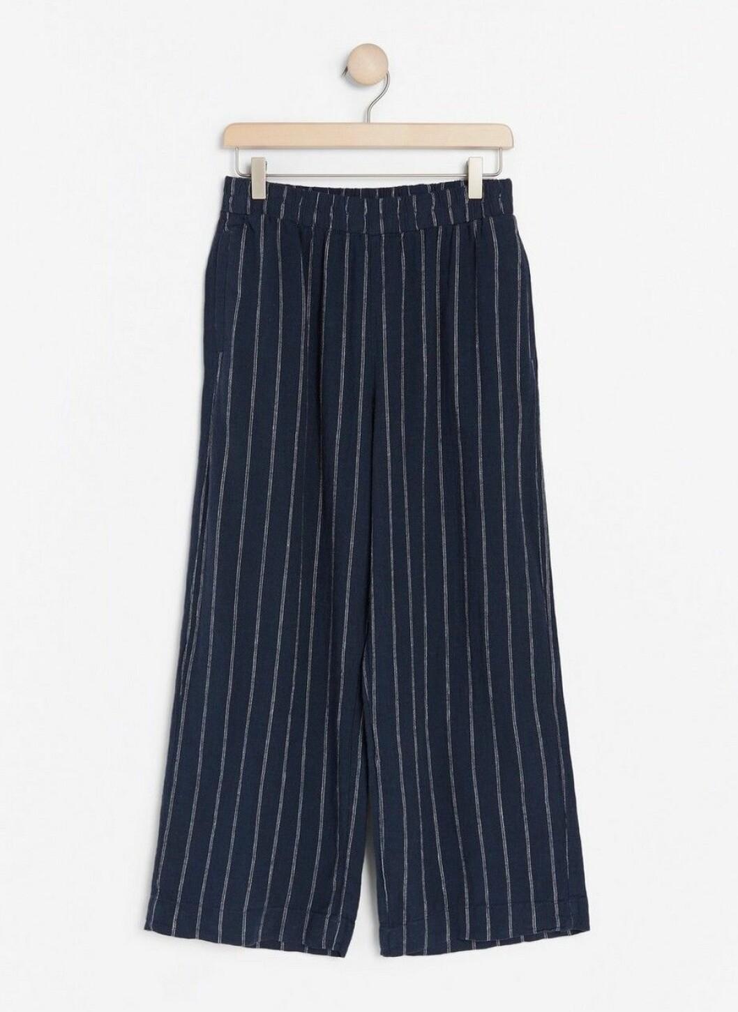 Blå byxor som är svala för dam till sommaren 2020