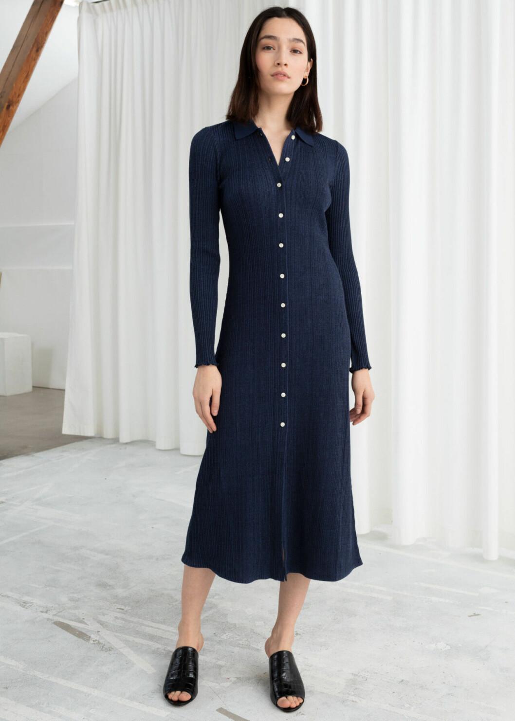 Blå finstickad klänning för dam till hösten 2019