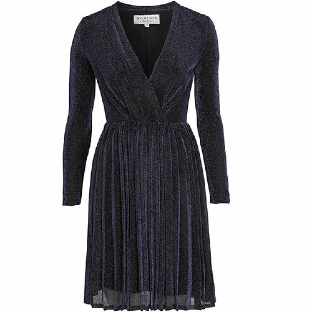 Blå glitterklänning