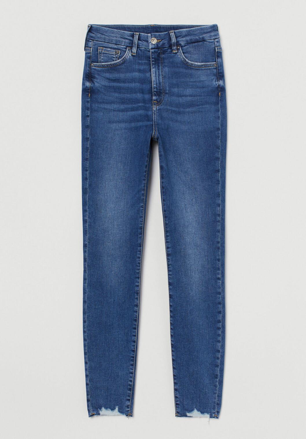 Blå jeans i stuprörsmodell för dam till våren 2020