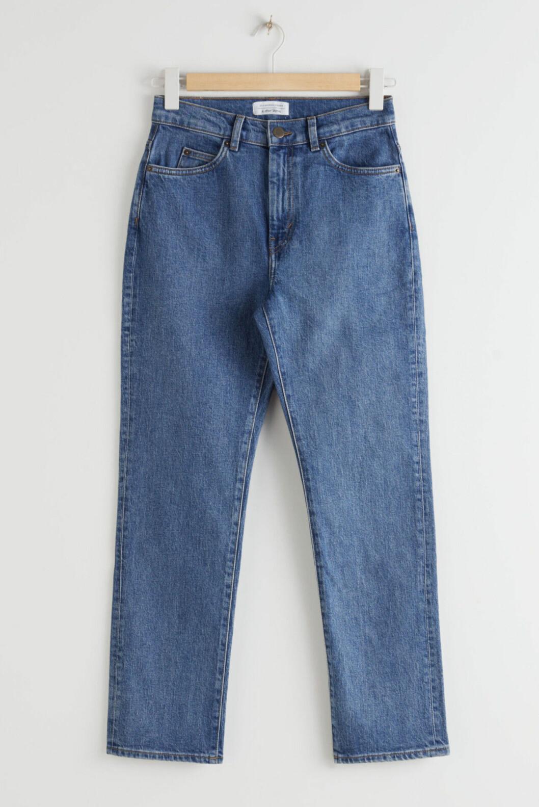 Blå jeans med raka ben till våren 2020