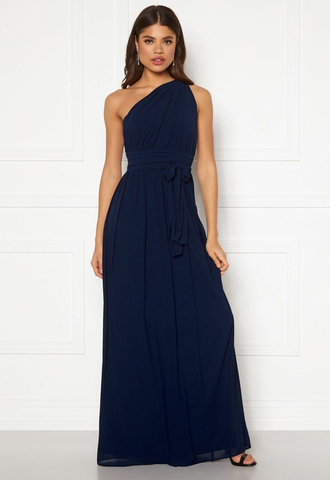 Blå klänning till brudtärnan till 2020