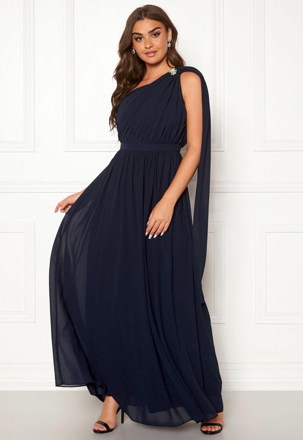 Blå klänning till brudtärnan inför 2020