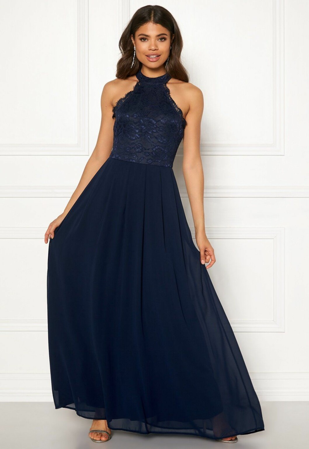 Blå långklänning med spets till brudtärnan 2020