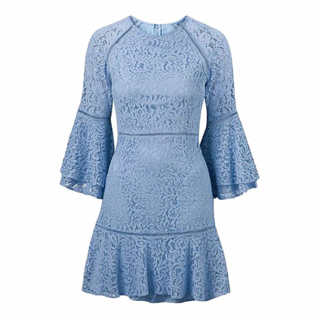 Liten spetskläning i blå färg