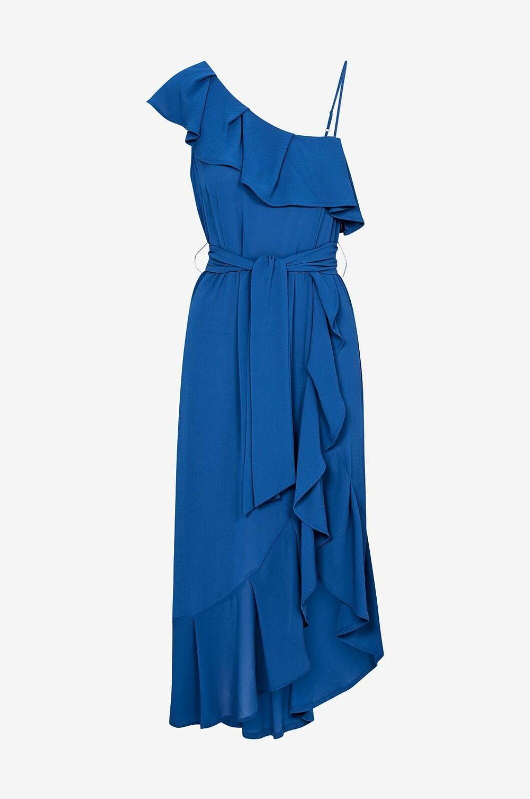 Blå volangklänning för dam till bröllop 2019