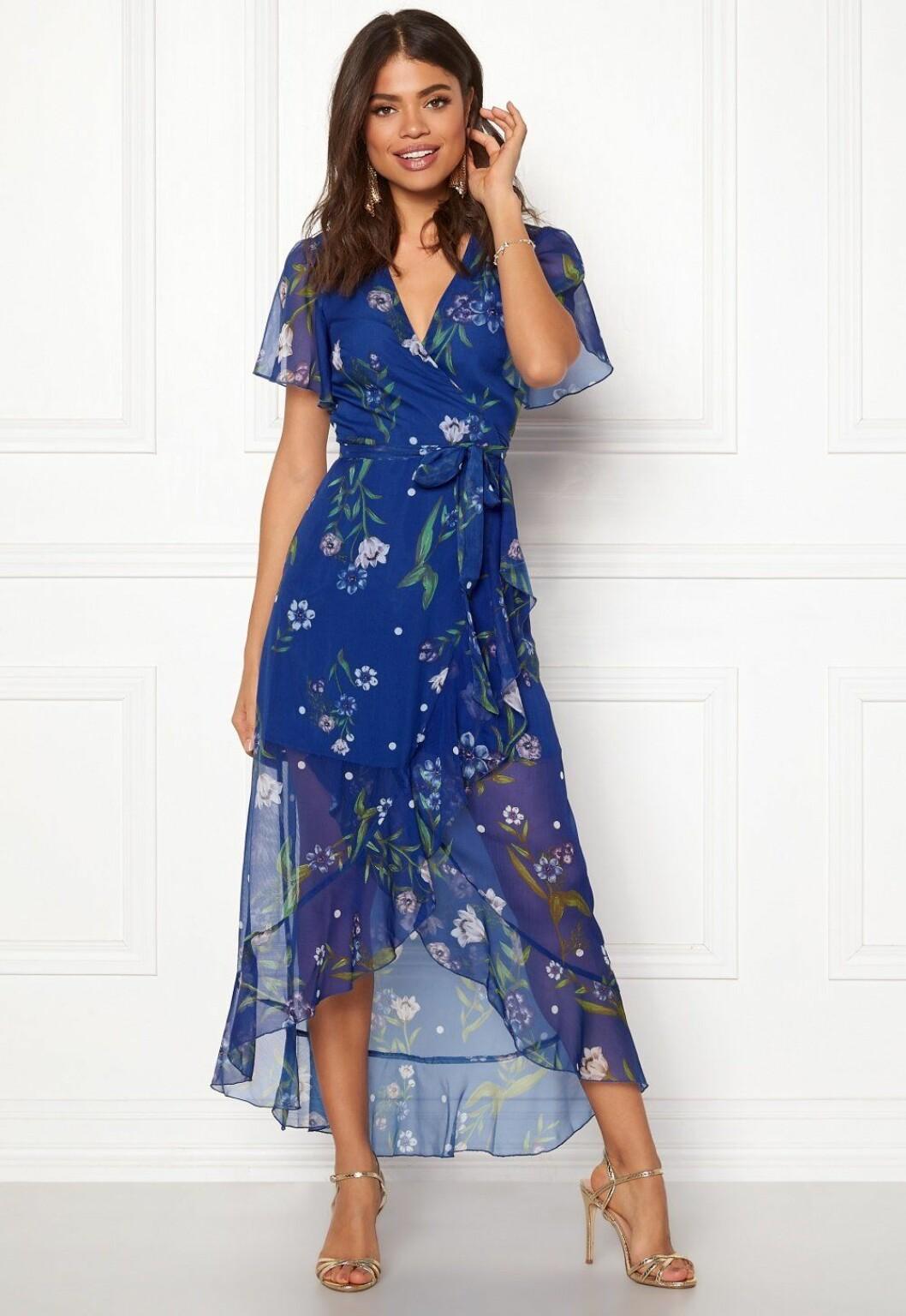 Blå klänning till bröllop i sommar
