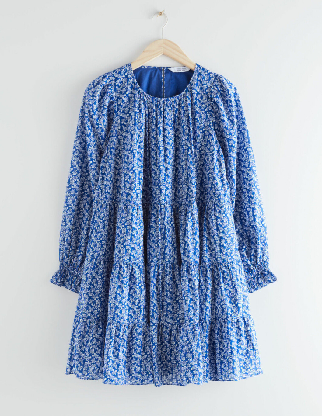 Blå blommig klänning med lång ärm för dam till 2020