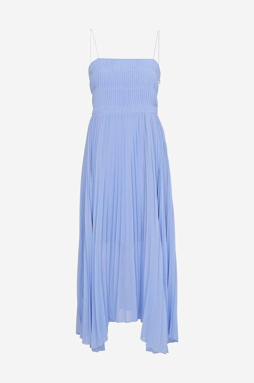 Ljusblå klänning med plisserat tyg till bröllop 2019