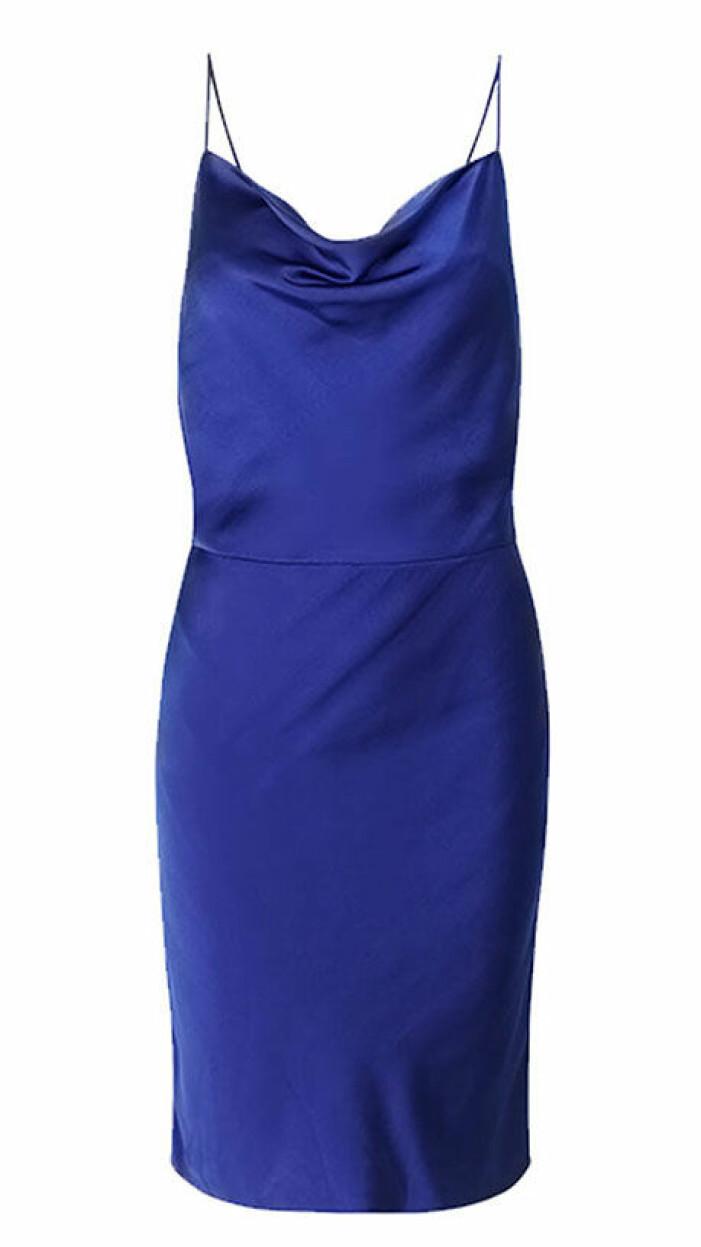 blå klänning med öppen rygg från samsoe & samsoe