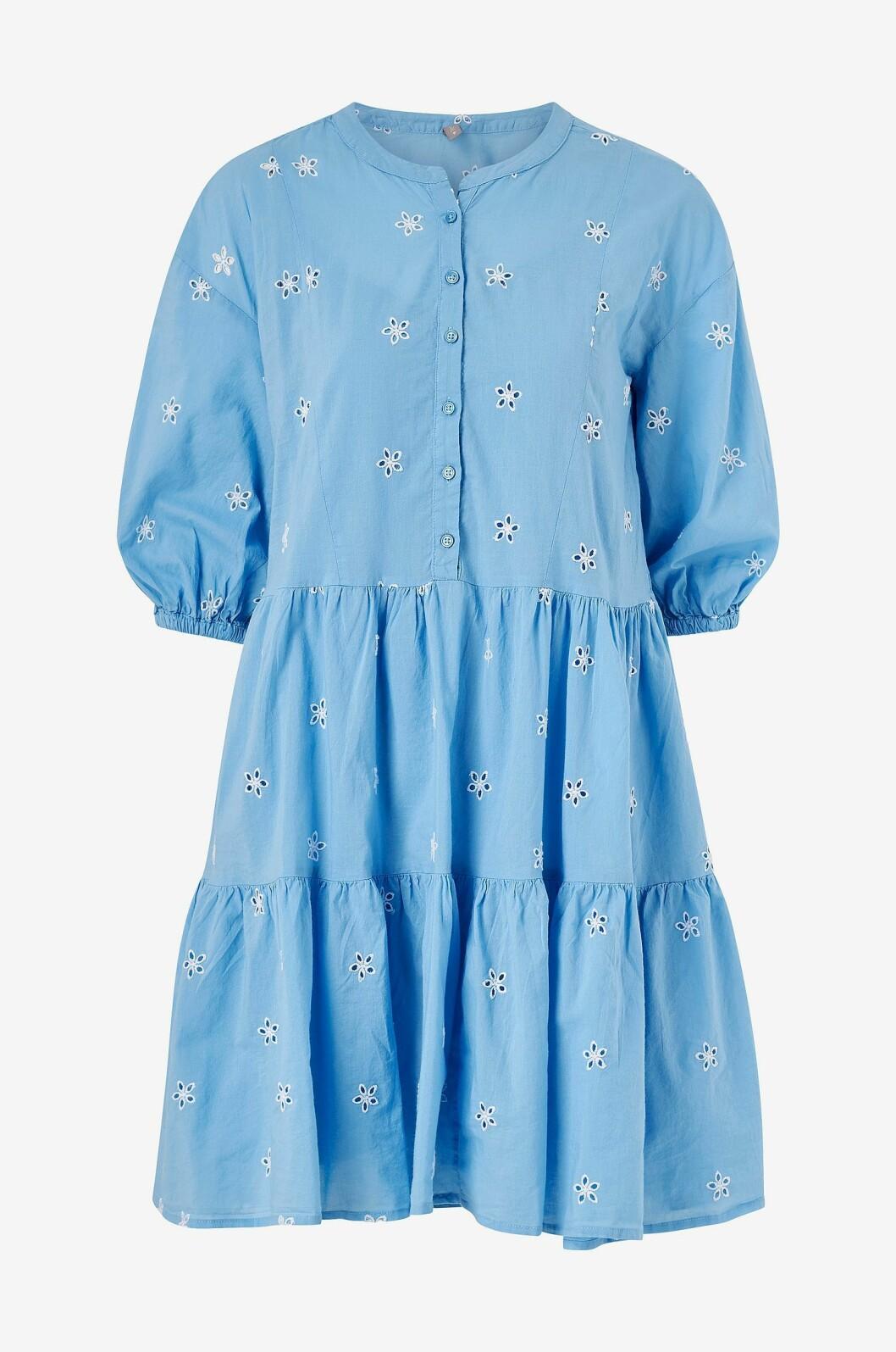 Blå volangklänning till sommaren 2020