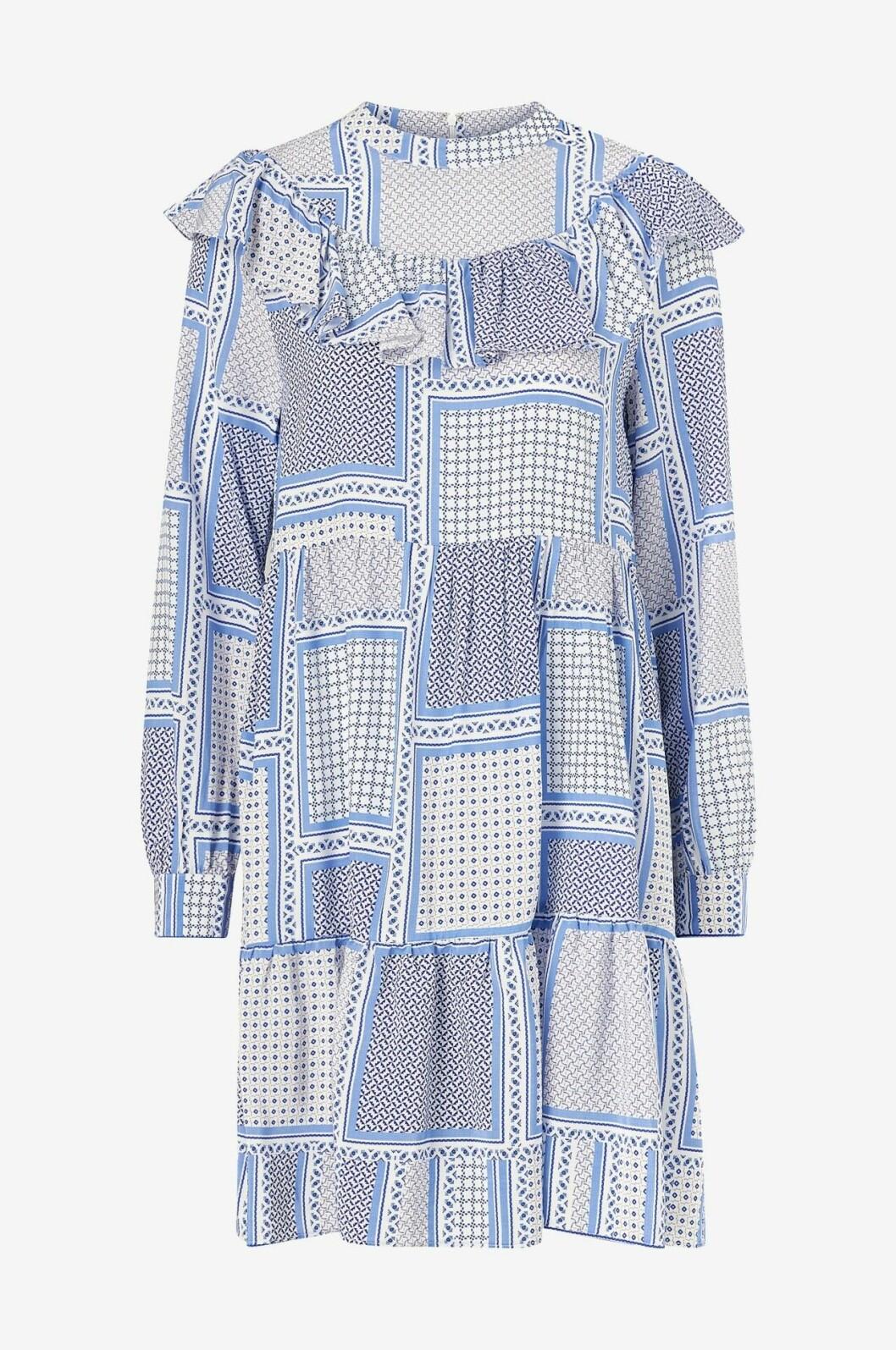Blå klänning med volangdetaljer för dam till 2020
