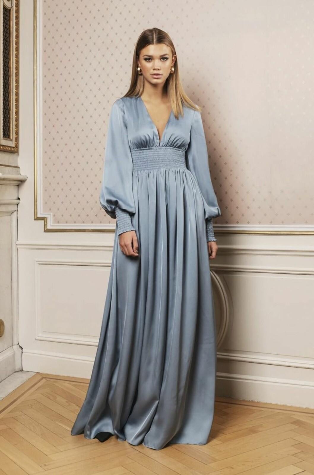 Ljusblå långklänning till brudtärnan för 2020