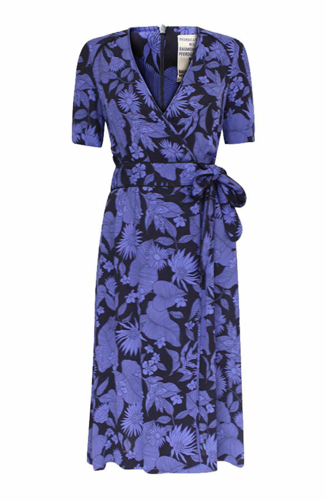 Blå omlottklänning till bröllopet 2019